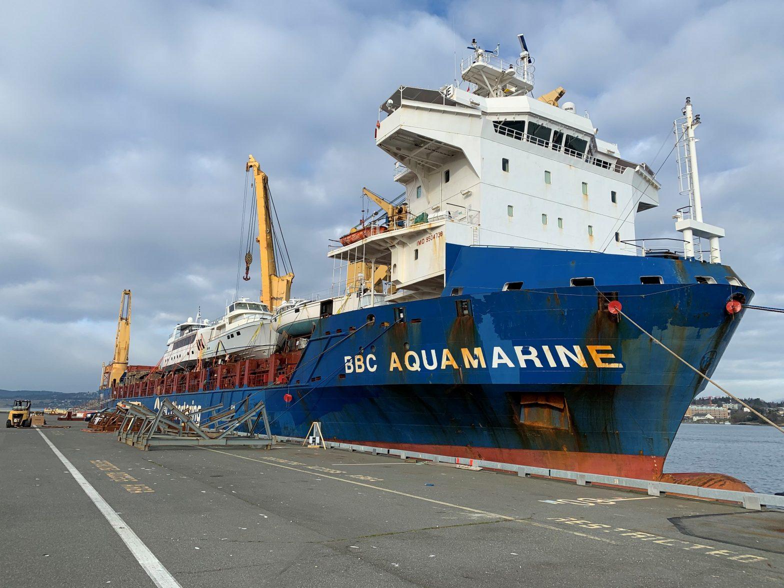 BBC Aquamarine loading yacht